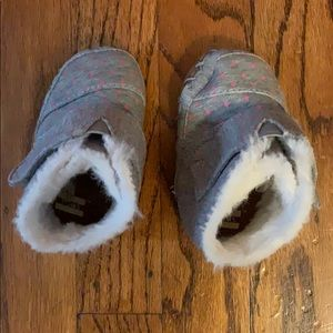 Adorable Toms Cuna Crib Shoes